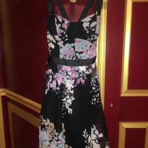 XS Bebe Floral Chiffon Knee Length Dress